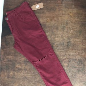 Burgundy solid knee cut out jeans sz 40